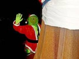 angel of the north's santa hat is stolen... by the grinch