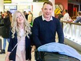 british bumble couple arrive back in the uk after getting married in vegas on their first date