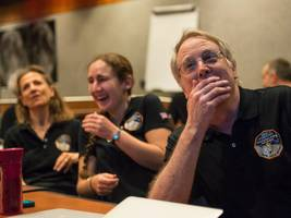 nasa just pulled off humanity's farthest-ever visit to a space object — the new horizons probe's successfully flew by ultima thule