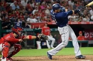 twins sign veteran slugger cruz