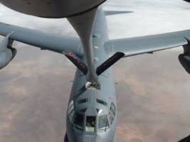 The US Air Force refuels combat jets in midair with a 'flying boom system' — watch it in action