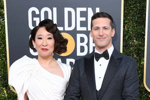 andy samberg, sandra oh play nice in golden globes 'roast' opening