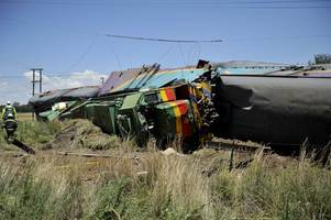 train crash leaves 3 dead, 300 injured in s. africa