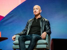 a day in the life of the richest person in the world, jeff bezos — who runs the second us company to join the $1 trillion club and still washes the dishes after dinner