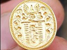amateur metal detectorist discovers a 350-year-old gold ring worth £10,000