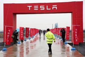 Elon Musk may be trying to cut a deal with China that could give it a huge advantage, according to a Tesla analyst (TSLA)