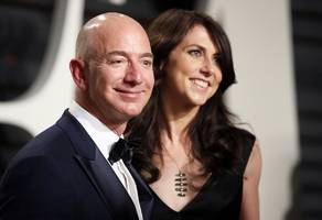 mackenzie bezos deserves half of jeff bezos' fortune because there would be no amazon without her (amzn)