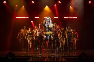 the bodyguard review: a show-stopping night out at hull new theatre