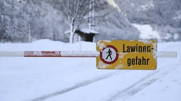 Avalanches, accidents push Europe's winter death toll to 21