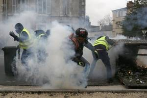 Violence erupts in France as yellow vests take to the streets
