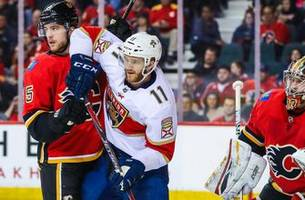 Michael Frolik's three-point game rallies Flames to 4-3 win over Panthers