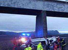 icelandic police blast tourists putting themselves at risk by driving on the country's icy roads