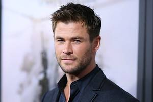 chris hemsworth channels his spirit animal in new shirtless workout (video)