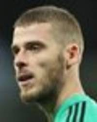 man utd star david de gea begged to stay at club by team-mate amid contract wrangles