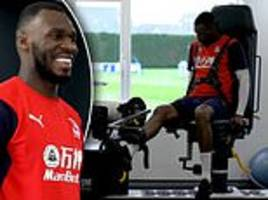 behind-scenes doc lifts lid on palace star benteke's injury recovery