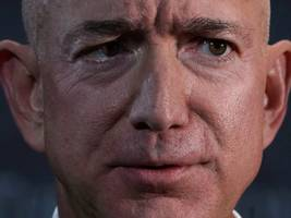 Amazon investors are cranking up the pressure on Jeff Bezos to stop selling facial recognition tech to government agencies