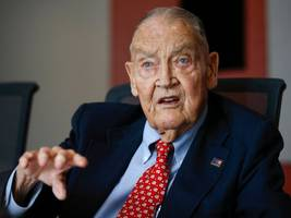warren buffett says jack bogle converted 'a lot of people to the right religion of investing'