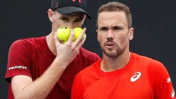 Murray and Soares through in Melbourne doubles