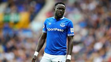 out of favour everton forward oumar niasse set to join cardiff on loan until end of the season