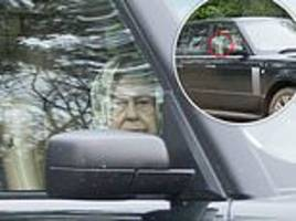 the queen, 92, drives her range rover without a seatbelt