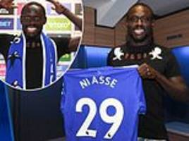 Cardiff complete loan signing of Oumar Niasse from Everton
