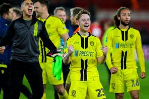 stephen quinn signs new burton albion contract