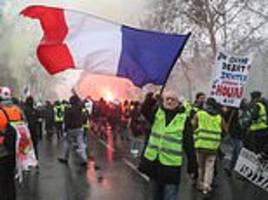 Yellow Vest violence breaks out beside Paris tomb of Napoleon