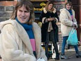 noel fielding steps out for rare shopping trip with his girlfriend lliana bird