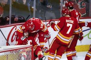 Bennett scores twice, Flames beat Red Wings 6-4