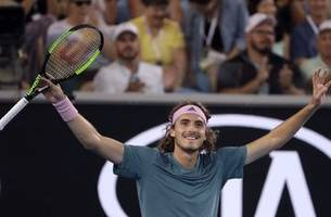 Australian Open Glance: Federer takes on new star Tsitsipas