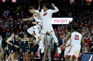 Wisconsin upsets No. 2 Michigan behind Ethan Happ's 26 points