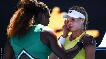 australian open 2019: serena williams comforts teenager after third-round victory