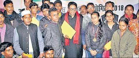 Students from Bihar Felicitated for Writing Excellent Essays on Atalji