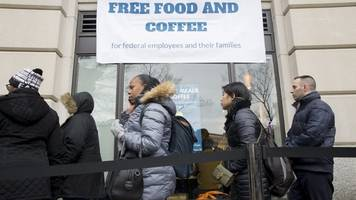 US shutdown: Pop-up kitchens offer free food for federal workers
