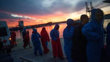 'About 170 migrants dead' in Mediterranean shipwrecks