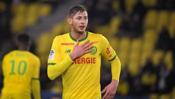 cardiff complete club record signing of striker emiliano sala from nantes