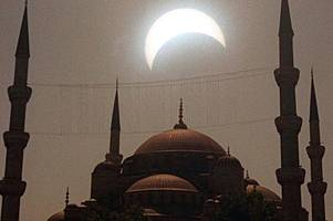 muslims will say special prayers during blood moon eclipse - and this is why