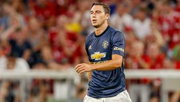 juventus in advanced talks to sign manchester united defender matteo darmian on loan