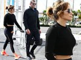 jennifer lopez shows off her incredible figure in a crop top for workout with alex rodriguez