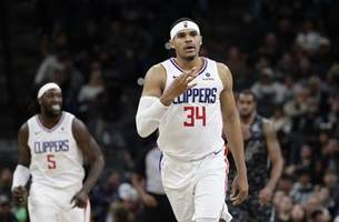 tobias harris flirts with triple-double as clippers top spurs