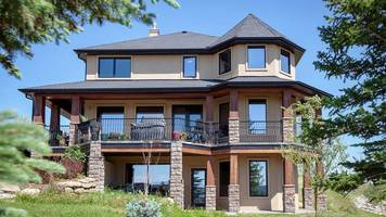 A Canadian woman has launched a writing contest for her luxury home