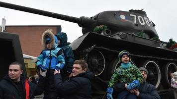 Trainload of vintage T-34 tanks wows Russians