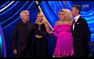 dancing on ice 'diva' gemma collins demands public apology from phil and holly but is ruthlessly mocked