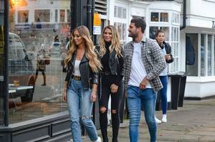 towie's chloe sims announces her brentwood beauty saloon is closing down