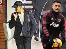 alexis sanchez arrives back in manchester on last train home from london