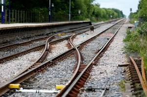 engineering work to close all lines between gatwick and redhill train stations