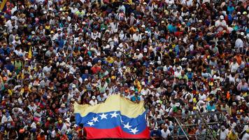 Thousands gather for rally against Venezuela's Maduro