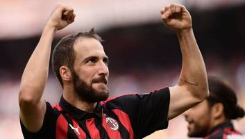 Gonzalo Higuain Lands in London as Juventus Striker Edges Closer to Chelsea Loan Switch