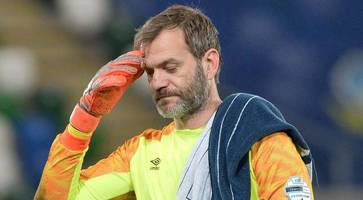 roy carroll to discuss future with 'gutted' linfield boss healy after season-ending injury