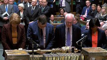 mps vote: numbers and nods